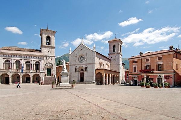 Norcia - Piazza San Benedetto